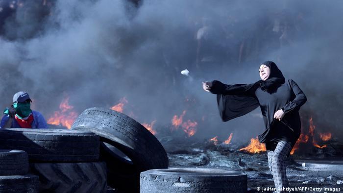 اعتراض زنی فلسطینی به استقرار نیروهای اسرائیلی در جنوب نابلس