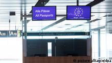 Eine geschlossene Passkontrolle ist im Abflugbereich in Terminal 1 am Flughafen Hamburg zu sehen. Durch die Corona-Pandemie ist der Betrieb am Hamburg Airport Helmut Schmidt fast zum Erliegen gekommen. (zu dpa «Deutschland hebt Einreisebeschränkungen für elf Nicht-EU-Staaten auf») +++ dpa-Bildfunk +++