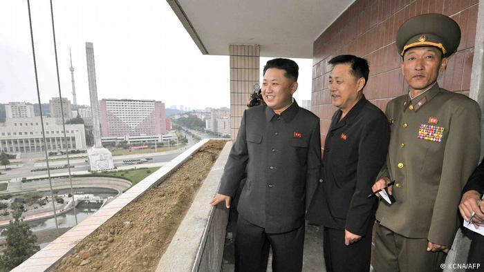 Nordkorea Kim Jong-Un besucht die Kim-Il-Sung-Universität (Baustelle, Studenteheim)