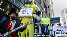 Members of the Patriotic Millionaires hold a federal tax filing day protest outside the apartment of Amazon founder Jeff Bezos, to demand he pay his fair share of taxes, in New York City, U.S., May 17, 2021. REUTERS/Brendan McDermid TPX IMAGES OF THE DAY