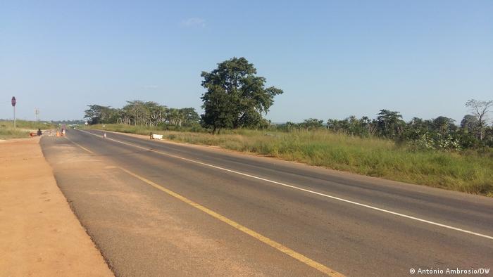 Angola Häuser innerhalb eines Friedhofs gebaut