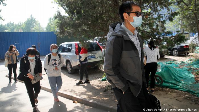 China Justiz | Eltern von Cai Wei und Chen Mei kommen in Gerichthof an