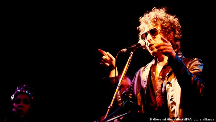Cantor Bob Dylan no palco