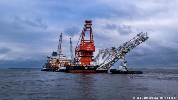 Российское трубоукладочное судно Фортуна, задействованное в строительстве газопровода Северный поток - 2, в территориальных водах Германии