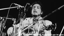 31.8.1969, USA, Isle Of Wight Festival American singer-songwriter Bob Dylan on stage at the Isle of Wight Festival on 31st August 1969. PUBLICATIONxINxGERxSUIxAUTxONLY Copyright: xAnwarxHusseinx 48004466