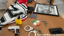 20.5.2021, Italien, An Italian police handout photo shows weapons, Nazi flags and a picture of dictator Benito Mussolini from the homes of members of a far-right movement celebrating white supremacism and allegedly trying to build a new fascist party, during an operation carried out in 18 Italian provinces, in Italy, May 20. Polizia di Stato/Handout via REUTERS ATTENTION EDITORS THIS IMAGE HAS BEEN SUPPLIED BY A THIRD PARTY. DO NOT OBSCURE LOGO. MANDATORY CREDIT