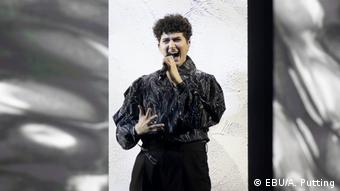 Gjon*s Tears из Швейцарии на сцене Евровидения в Роттердаме