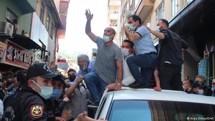 İkizdere'de partililerle protestocular arasında tartışma çıktı