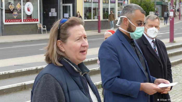 Petra Bunk and Bilal El-Zayat on a Marburg street