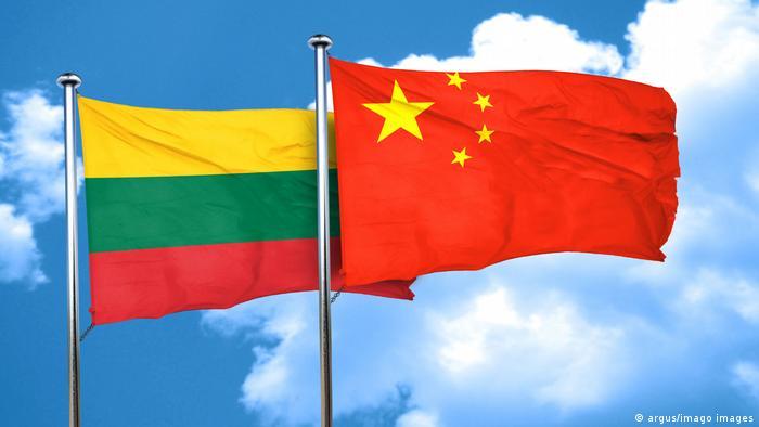 Флаги Литвы и Китая