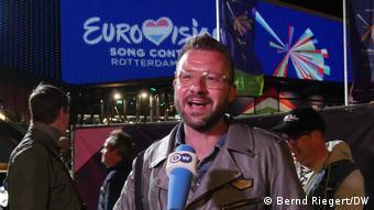 Peter Jan de Werk wird von der DW interviewt.