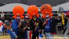ESC2021 Niederländische Fans vor der Ahoy Arena in Rotterdam