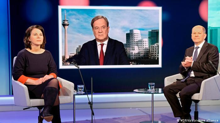 Discuţie electorală: Annalena Baerbock, Olaf Scholz şi Armin Laschet (centru)