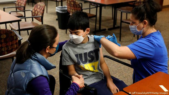 У США вже вакцинують від коронавірусу дітей віком від 12 років