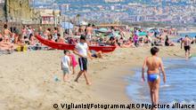 Europa Corona-Pandemie Lockerungen   Italien Urlauber auf Sizillien