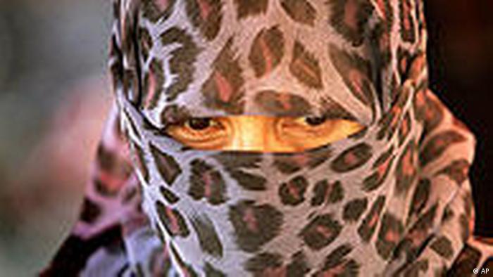 China Frau mit Kopftuch in Xinjiang