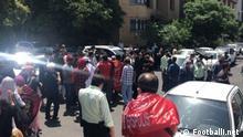 Demonstration von Persepolis-Fans vor dem Gebäude des nationalen iranischen Fußballverbandes Quelle: Footballi.net (rechtefrei)