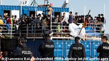 Deutschland Sea-Eye-Schiff mit 414 Migranten ausgeschifft