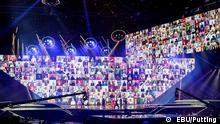. Das Foto darf auf DW-Seiten mit dem Copyright-Hinweis EBU/Putting verwendet werden. Thema: Manizha beim ESC 2021 in Rotterdam Bildbeschreibung: Porträts russischer Frauen während des Auftritts von Manizha aus Rissland beim ESC 2021 in Rotterdam