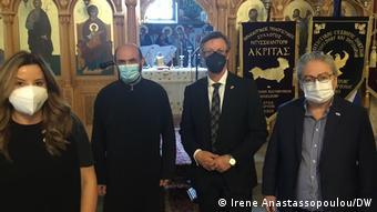 Στο ετήσιο μνημόσυνο για τη γενοκτονία των Ποντίων: Η κυρία Μαρία Παπακωνσταντίνου, Γενική Πρόξενος Ντίσελντορφ, ο πατήρ Μιχάλης, ο Χρήστος Κατζίδης και ο Ηλίας Μαυρίδης, πρόεδρος του Συλλόγου Ελλήνων Ποντίων Ντίσελντορφ