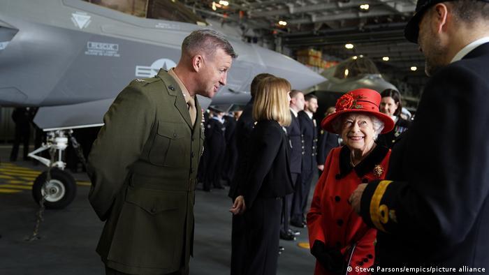 Großbritannien Portsmouth | Flugzeugträger HMS Queen Elizabeth |Queen Elizabeth II