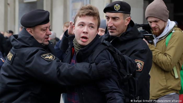 У Мінську затримали журналіста Романа Протасевича