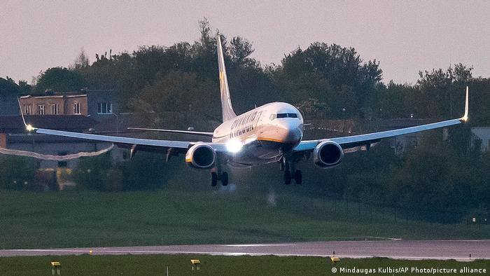 Aeronava aparţinând companiei Ryanair aterizând la Minsk după arestarea lui Roman Protasevici
