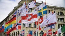 Flaggenaustausch Belarus. Rot/Weiß Grüne Flagge wird gegen Rot/Weiße ersetzt Quelle: https://failiem.lv/u/pydvzycb9 -- via Ivan Sotnikov