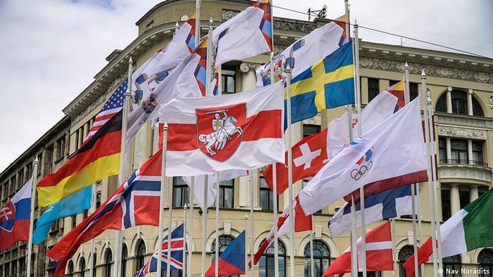 Бело-красно-белый флаг в Риге