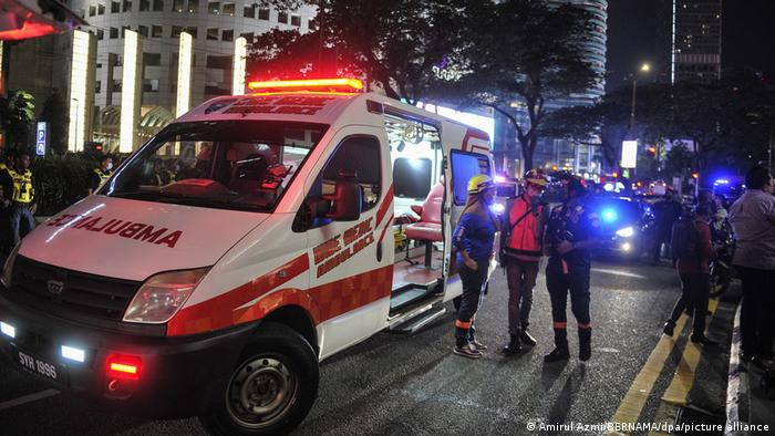 Foto de equipos de emergencia en Kuala Lumpur