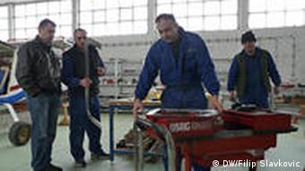Montage in der Flugzeugfabrikhalle