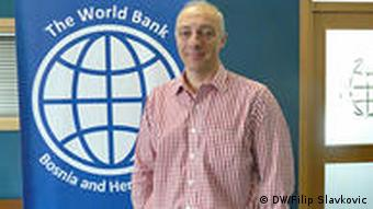 Marco Mantovaneli in front of the World Bank logo