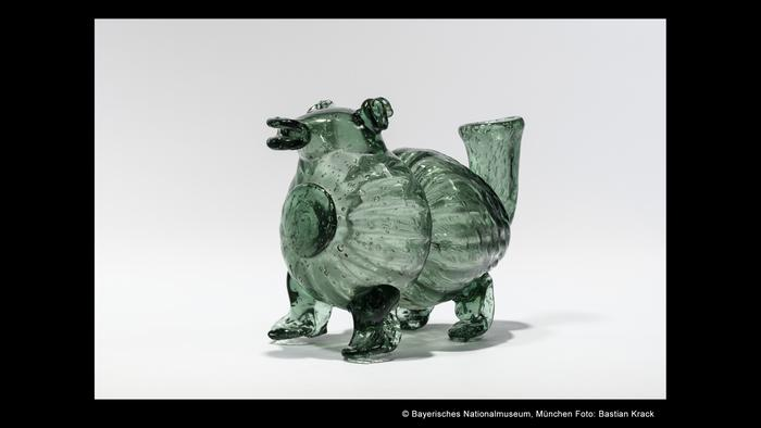 Емкость для шнапса в форме свиньи, 19-й век
