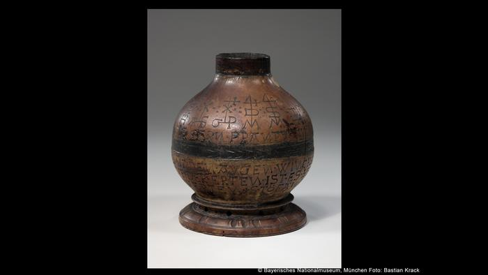 Деревянная бутылка 1618 года