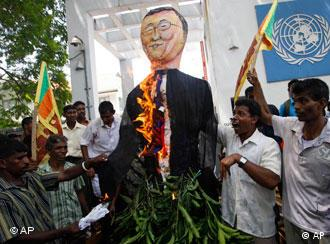Protestors in front of the UN office in Colombo