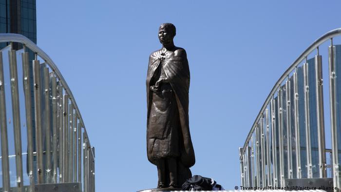 A statue of Nehanda Charwe Nyakasikana