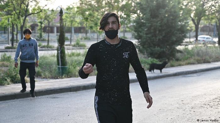 Bez obzira što ima papire, 23-godišnji Reza iz Avganistana živi na solunskim ulicama