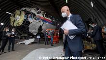 Niederlande Reijen | Richter begutachten das rekonstruierte MH17 Wrack