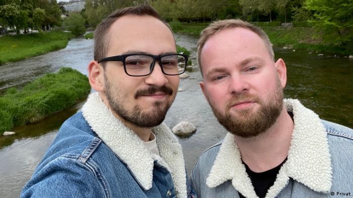 Илья Бронский (справа) и его партнер Дима в Швейцарии