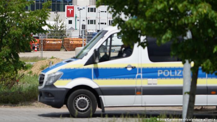 Policija na uviđaju pored gradilišta Tesline fabrike