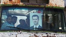 """*** Dieses Bild ist fertig zugeschnitten als Social Media Snack (für Facebook, Twitter, Instagram) im Tableau zu finden: Fach """"Images"""" —> Weltspiegel/Bilder des Tages *** People ride on a bus as they head to a polling station to cast their vote, during the presidential elections, in Damascus, Syria May 26, 2021. REUTERS/Yamam al Shaar TPX IMAGES OF THE DAY"""