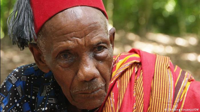 Nahaufnahme von Emmanuel Nzimba, Mitglied im Ältestenrat der Volksgruppe Pokomo
