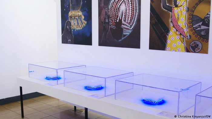 Leere Vitrinen in der Ausstellung Invisible Invertories: Sie symbolisieren im Nairobi National Museum die Abwesenheit der Objekte.