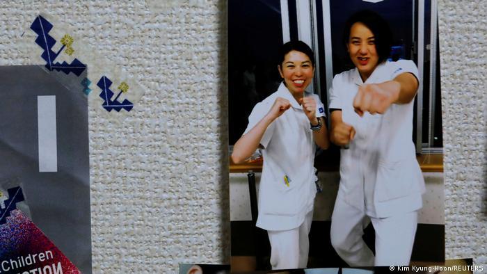 Japan   Boxende Krankenschwester