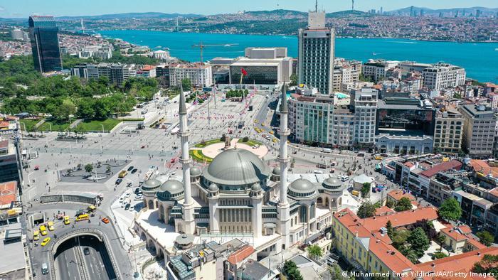 Taksim džamija na Taksim trgu u Istanbulu
