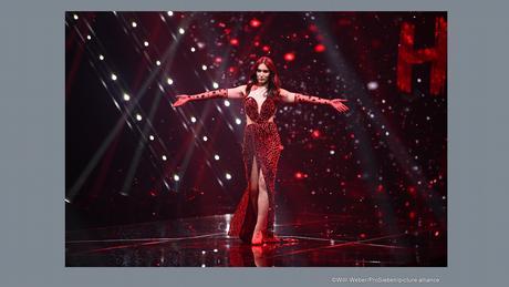أصبحت أليكس ماريا بيتر أول متحولة جنسياً تفوز بمسابقة جيرماني نيكست توب موديل لأفضل عارضة أزياء في ألمانيا