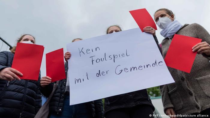 Deutschland |Demonstration gegen Kardinal Woelki in Düsseldorf
