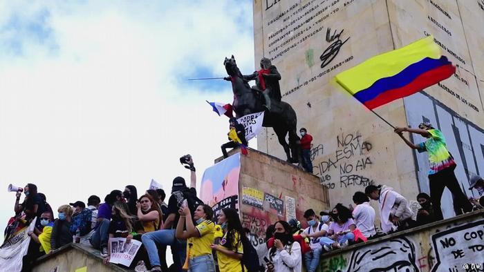 Monumento a los héroes en Bogotá.
