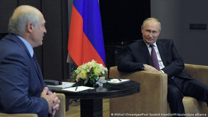 Владимир Путин и Александр Лукашенко на встрече в Сочи, май 2021 года