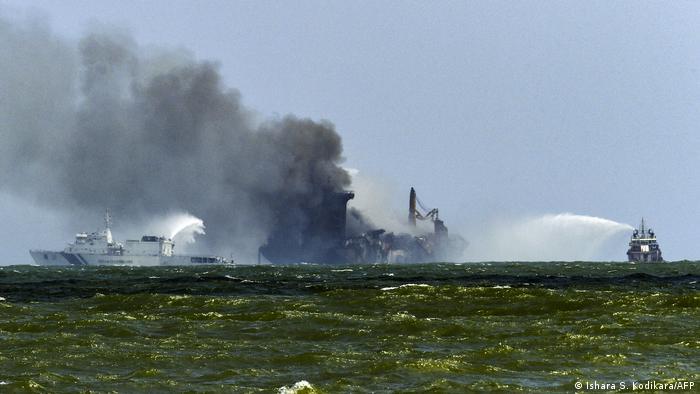 Sri Lanka Feuer im Containerschiff MV X-Press Pearl